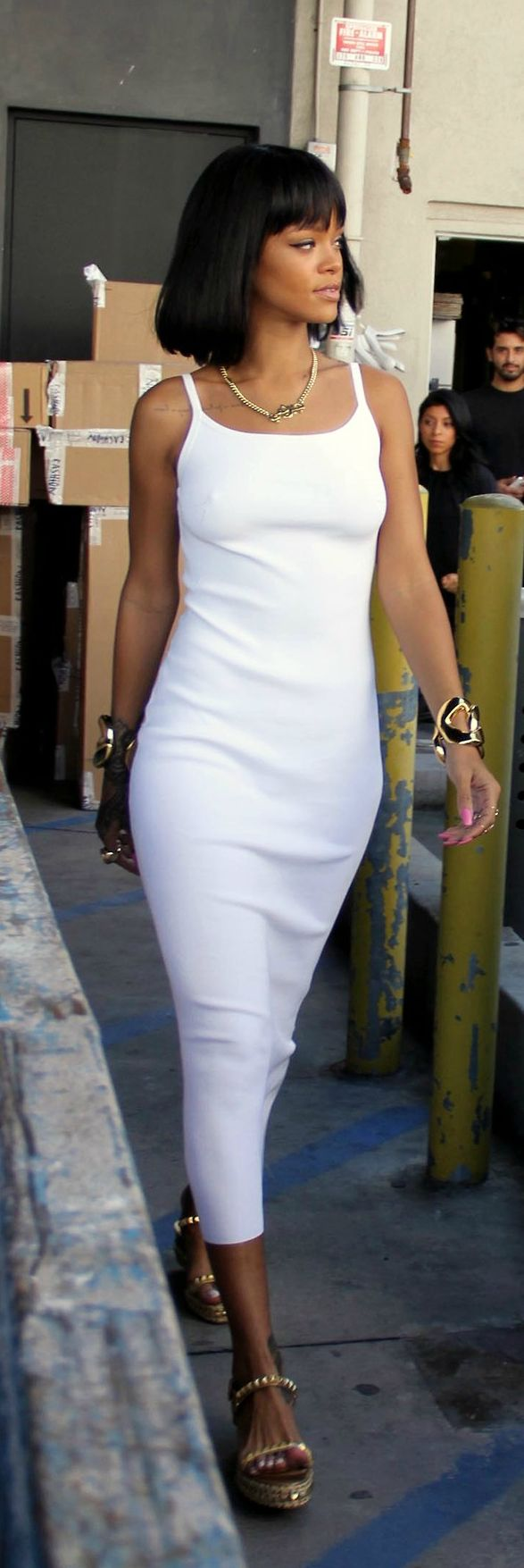 mequetrefismos-total-white-branco-party-girl-rihanna