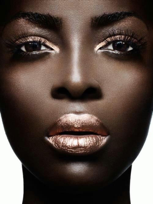 mequetrefismos-maquiagem-dourada-pele-negra