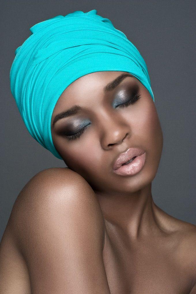 mequetrefismos-maquiagem-festa-pele-negra-olhos-metalizados-basico