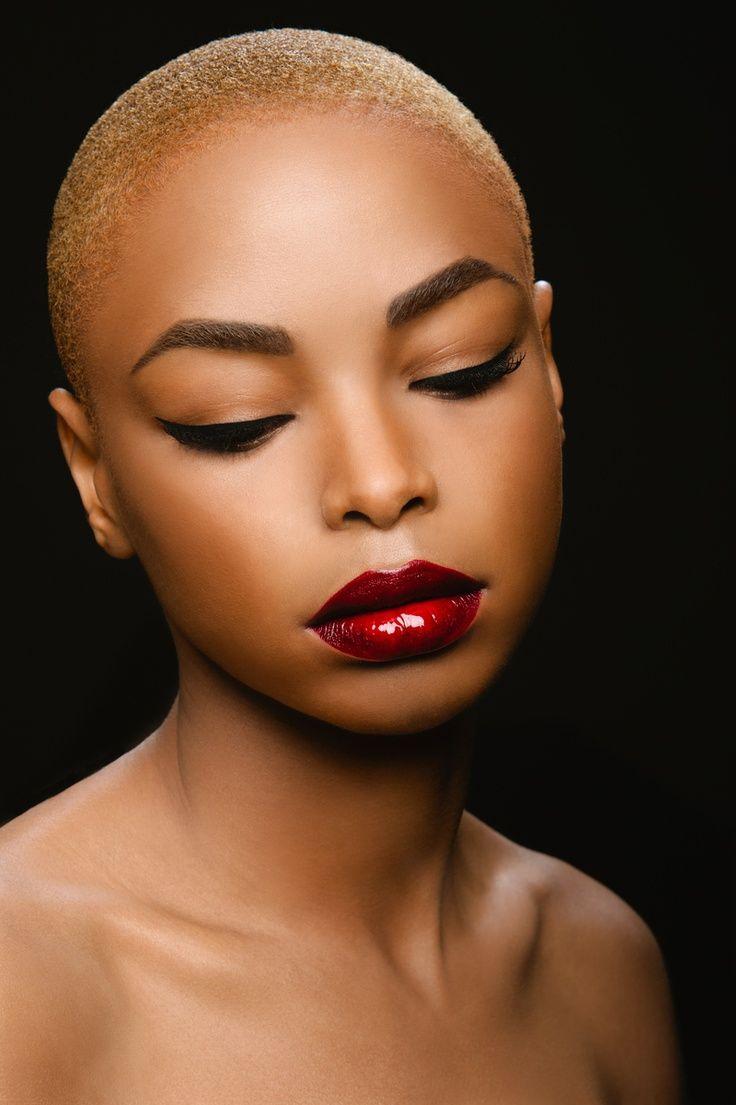 mequetrefismos-maquiagem-pele-negra-batom-efeito-glossy