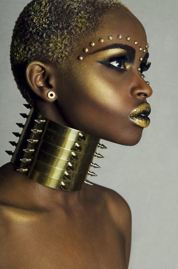 mequetrefismos-maquiagem-pele-negra-batom-metalizado